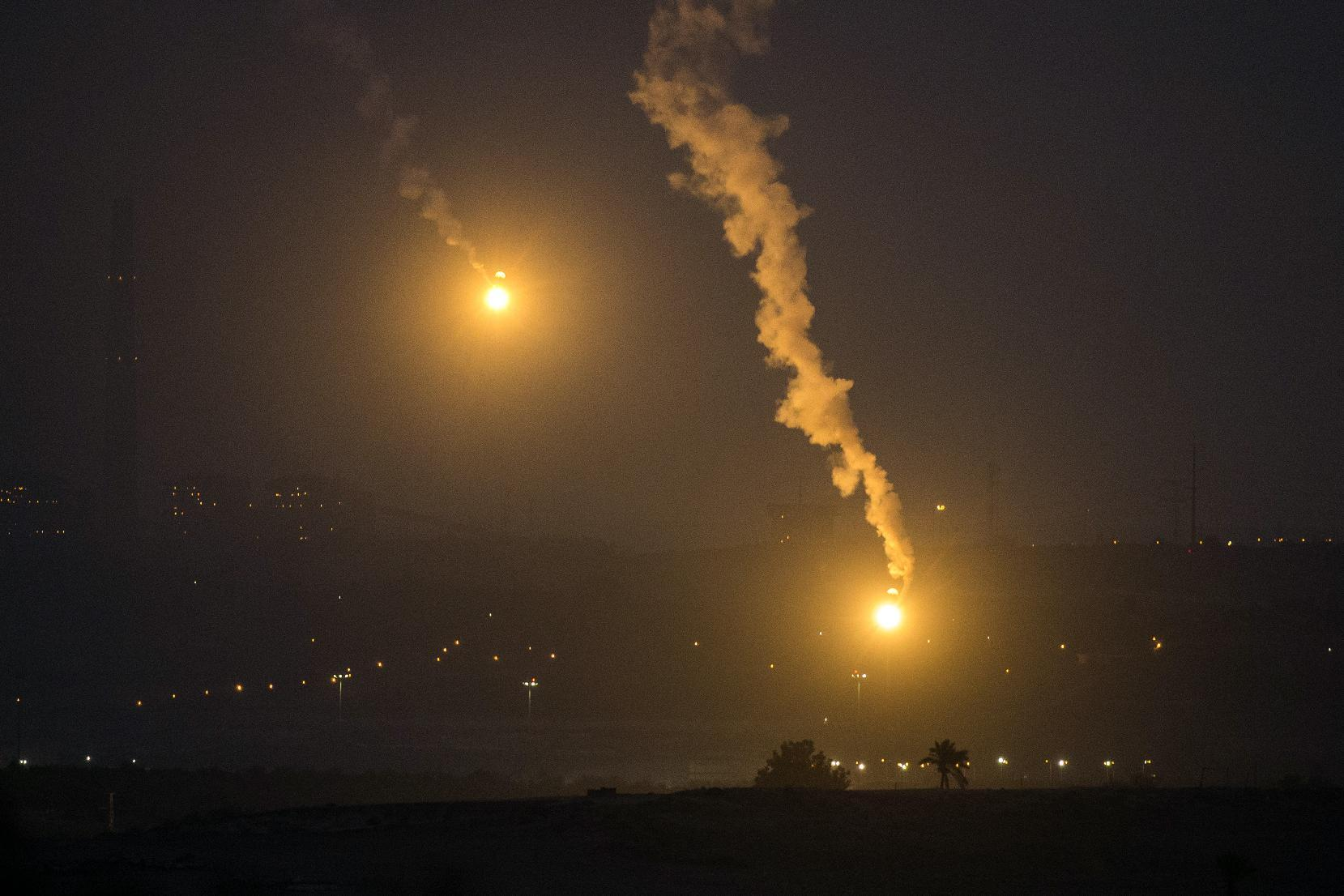 A picture taken from the Israeli Gaza border shows an Israeli army flare illuminating the sky above the Gaza strip on July 17, 2014 (AFP Photo/Jack Guez)