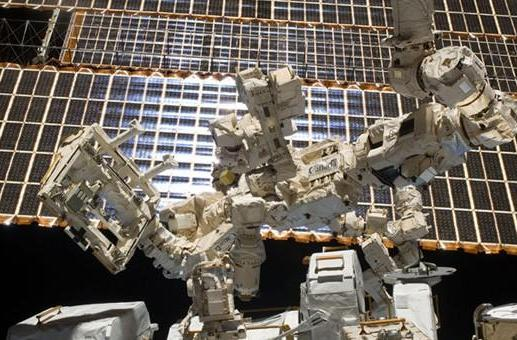 Canada's Dextre robot refuels faux satellite from the ISS in first-of-a-kind test