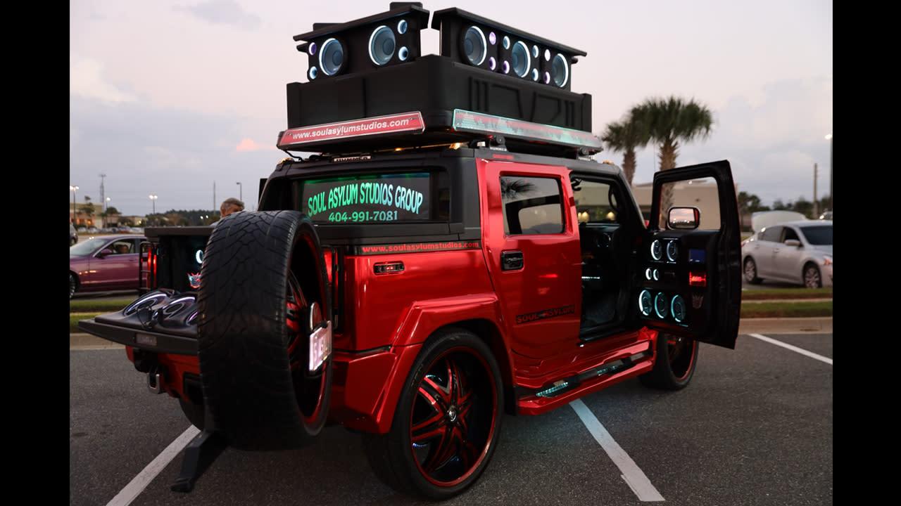 World S Loudest Hummer Boasts 86 Speakers