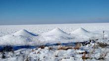 Incredible ice volcanoes form on Lake Michigan