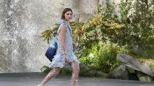 Plastik auf dem Runway: Chanel stellt transparente PVC-Boots in Paris vor