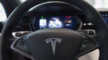 """El accidente de un Tesla """"sin nadie al volante"""" deja dos muertos en Texas"""