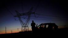 Bolsonaro fala a TV sobre limitar privatização em energia e na Petrobras, teme avanço da China