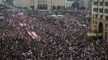 Belarus protesters flood into Minsk, briefly approach Lukashenko residence