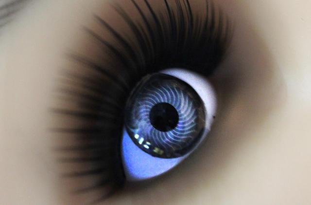 Glucose-tracking smart contact lens is comfortable enough to wear
