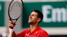 Djokovic se mete en tercera ronda en Roland Garros y chocará con colombiano Galán