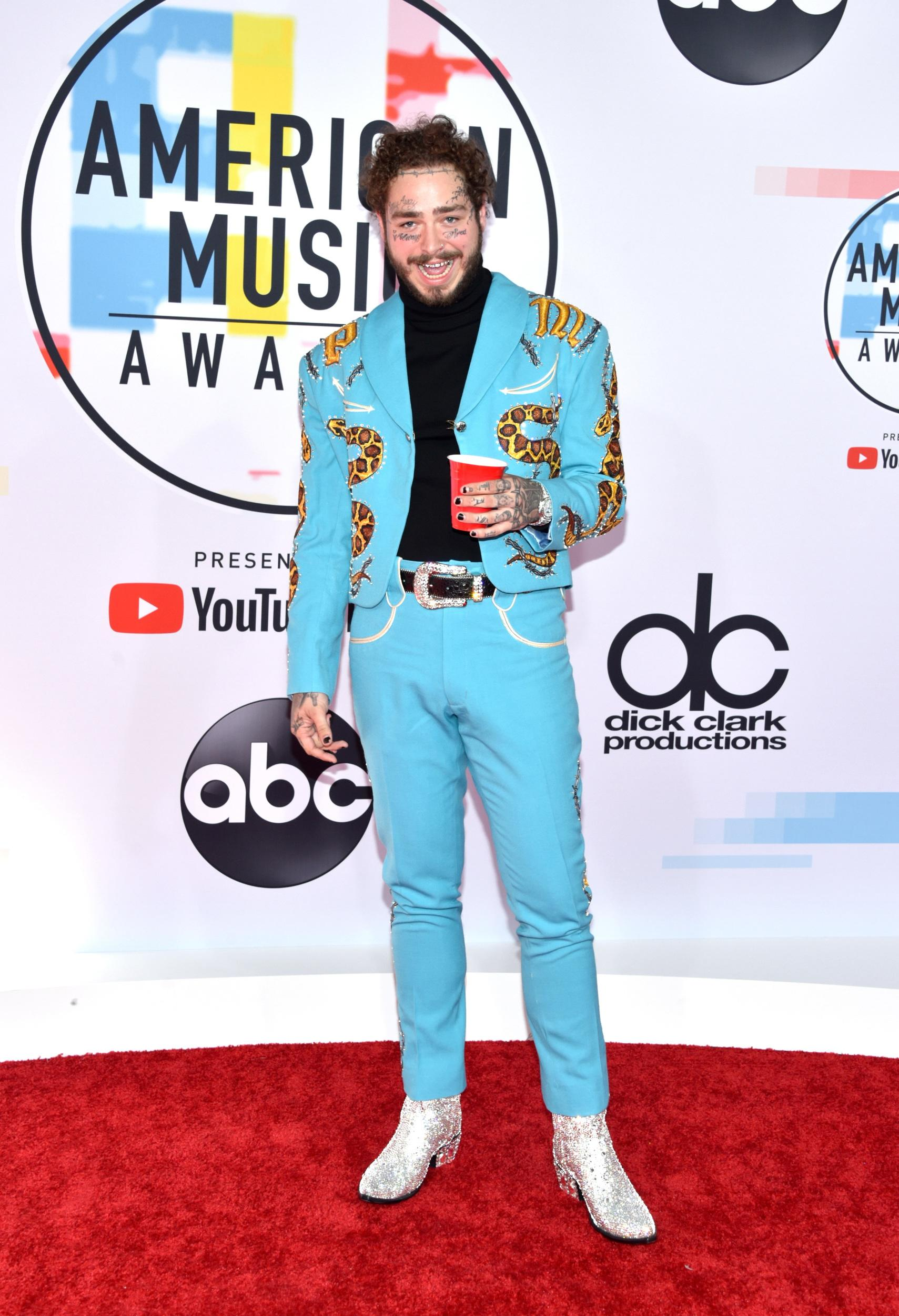 LOS ANGELES, CA - OCTOBER 09:  Post Malone attends the 2018 American Music Awards at Microsoft Theater on October 9, 2018 in Los Angeles, California.  (Photo by John Shearer/Getty Images For dcp)