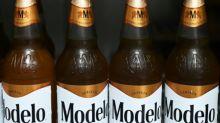 La cervecera mexicana Grupo Modelo frena su producción por el coronavirus