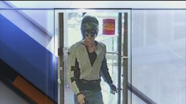 Pasco bank robbery suspect on the run