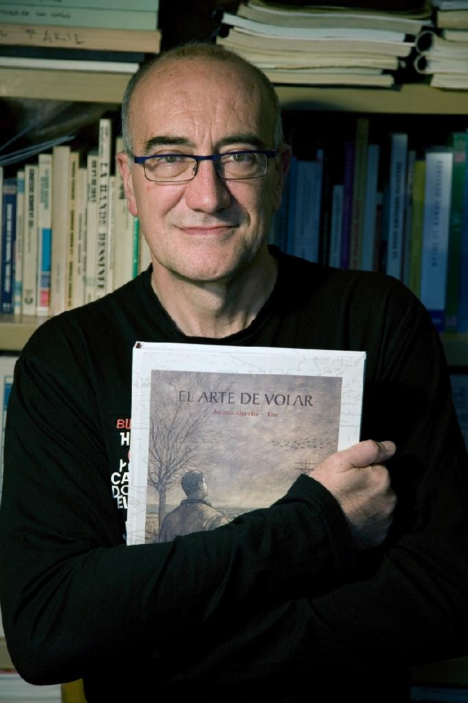 """Published in 2009, Antonio Altarriba's """"The Art of Flying"""" became a best-selling comic in Spain (AFP Photo/Pilar Albajar )"""