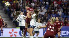 El futbol, el juego del hombre... aunque ellas demuestren lo contrario siempre les dan las migajas