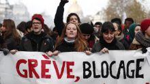 El Gobierno galo busca puntos de acuerdo con los sindicatos para parar la huelga