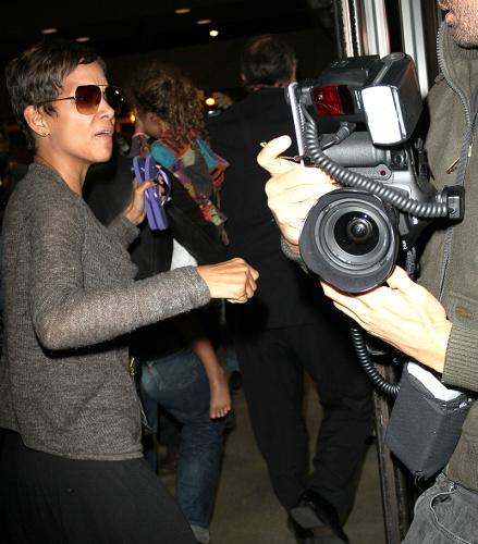 Halle Berry paps at Los Angeles International Airport in 2013. (Photo: Diabolik/Splash News)