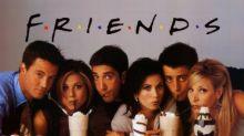 Prima di Friends: Courtney Cox posta una foto inedita con tutto il cast