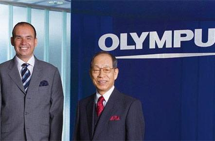 Former Olympus chairman Tsuyoshi Kikukawa comes down from the mount, into police custody