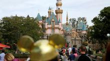 Disneyland se convertirá en un centro de vacunaciones masivas en California