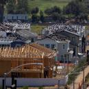 US construction spending inches higher in June