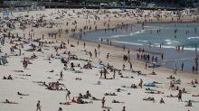 Coronavirus fears don't stop beachgoers at Bondi Beach despite advice on social distancing