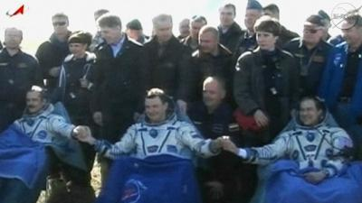 Raw: American, 2 Others Return From Space
