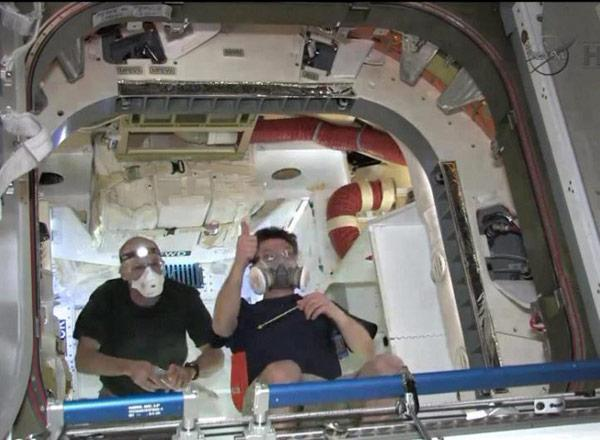 SpaceX Dragon team opens the hatch, to spend Memorial Day with more cargo hauling than barbecues