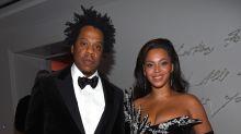 Jay-Z and Beyoncé sit during national anthem at Super Bowl