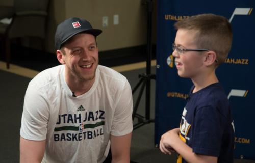 Joe Ingles chats with Jazz fan Landon Carter. (Nick Bolerjack/Utah Jazz Digital)
