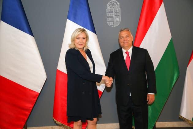 Marine Le Pen en opération séduction avec Viktor Orban en Hongrie