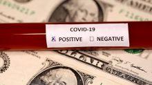 Dólar recorta pérdidas porque los inversores esperan paquete de estímulo