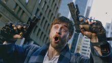 Con millones en el banco y sin nada que perder, Daniel Radcliffe es el rey del cine friki con 'Guns Akimbo'