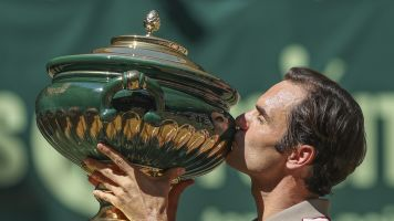 Federer wins record 10th Halle Open title