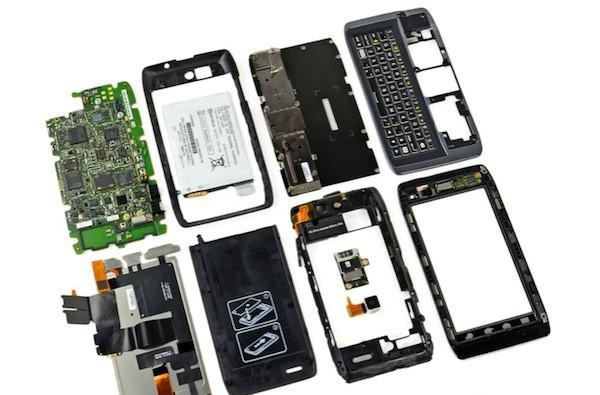 iFixit pries apart the Droid 4, strips slider to see its silicon insides