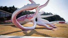 Japanische Stadt baut mit Corona-Hilfsgeldern riesige Tintenfisch-Statue