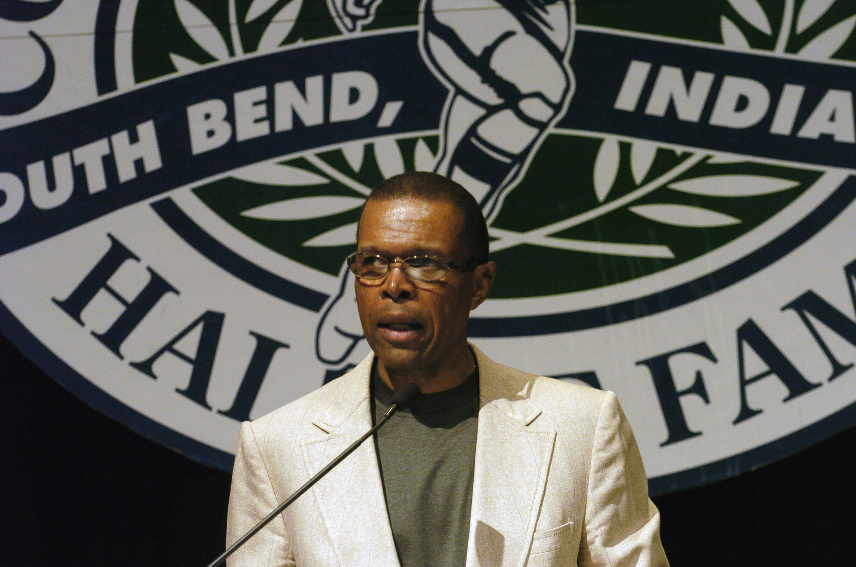 """FILE - In this June 2, 2004, file photo, Gale Sayers addresses a luncheon sponsored by the College Football Hall of Fall in South Bend, Ind. Hall of Famer Gale Sayers, who made his mark as one of the NFL's best all-purpose running backs and was later celebrated for his enduring friendship with a Chicago Bears teammate with cancer, has died. He was 77. Nicknamed """"The Kansas Comet"""" and considered among the best open-field runners the game has ever seen, Sayers died Wednesday, Sept. 23, 2020, according to the Pro Football Hall of Fame. (AP Photo/Joe Raymond, File)"""