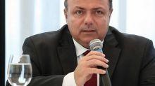 Pazuello nomeia médico veterinário como diretor responsável por vacinação na Saúde