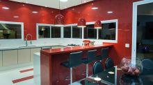 8 cozinhas coloridas que vão chamar sua atenção