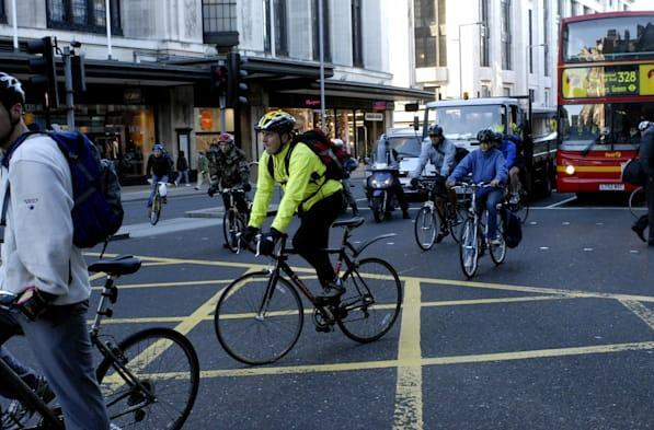 London tests traffic lights that stay green for cyclists