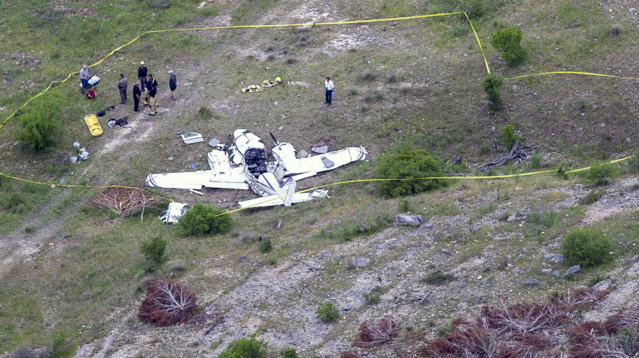 Small plane crashes in Texas, killing 6