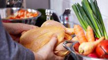 Darum solltest du rohes Geflügelfleisch nicht abwaschen
