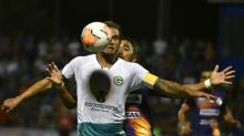 Goiás x Coritiba   Onde assistir, prováveis escalações, horário e local; só um time pode deixar o Z-4 nesta rodada