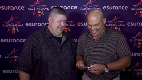 Pudge Rodriguez opening 25-year-old baseball cards. (Yahoo Sports)
