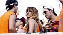 Mario Casas y Blanca Suárez derrochan amor en el desfile del Orgullo