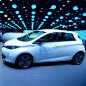 Electric cars purr at post-'dieselgate' Paris car show