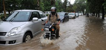 In pictures: Torrential rains cripple Gurgaon, thousands stranded