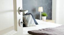 Peinlicher Foto-Fail: Studentin vergisst pikantes Accessoire im Schlafzimmer