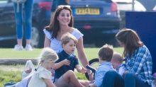 Prinz George mit Spielzeugwaffe: Herzogin Kate gerät in die Kritik