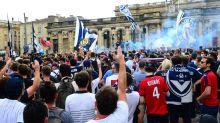 Le principal groupe de supporters des Girondins de Bordeaux manifestent contre la direction du club au centre d'entraînement