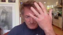 """Sean Penn assume relacionamento com atriz 31 anos mais nova: """"casamento covid"""""""