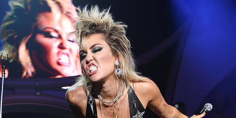Miley Cyrus just showed off her real skin texture in a no-makeup sunbathing selfie