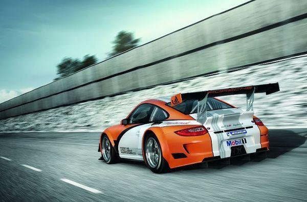 Porsche gives 911 GT3 R hybrid more power, less weight -- swears it wasn't fat or anything