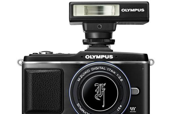 Olympus E-P2 dons all-black garb for limited edition pancake lens kits